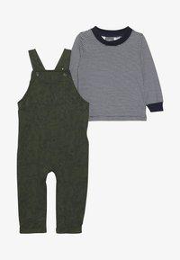 Carter's - OVERALLS BABY - Hängselbyxor - green - 3