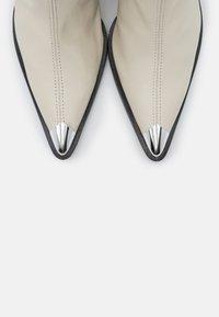 Topshop - MELLIE TOE CAP - Bottines à talons hauts - buttermilk - 5