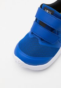Nike Performance - STAR RUNNER 2 UNISEX - Neutrální běžecké boty - game royal/metallic silver/black/speed yellow - 5