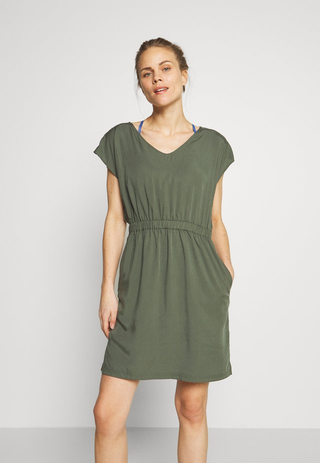JUNE LAKE DRESS - Jurken - kale green