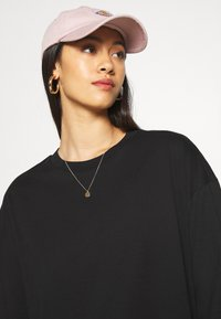 Monki - CISSI TEE - Print T-shirt - black - 3