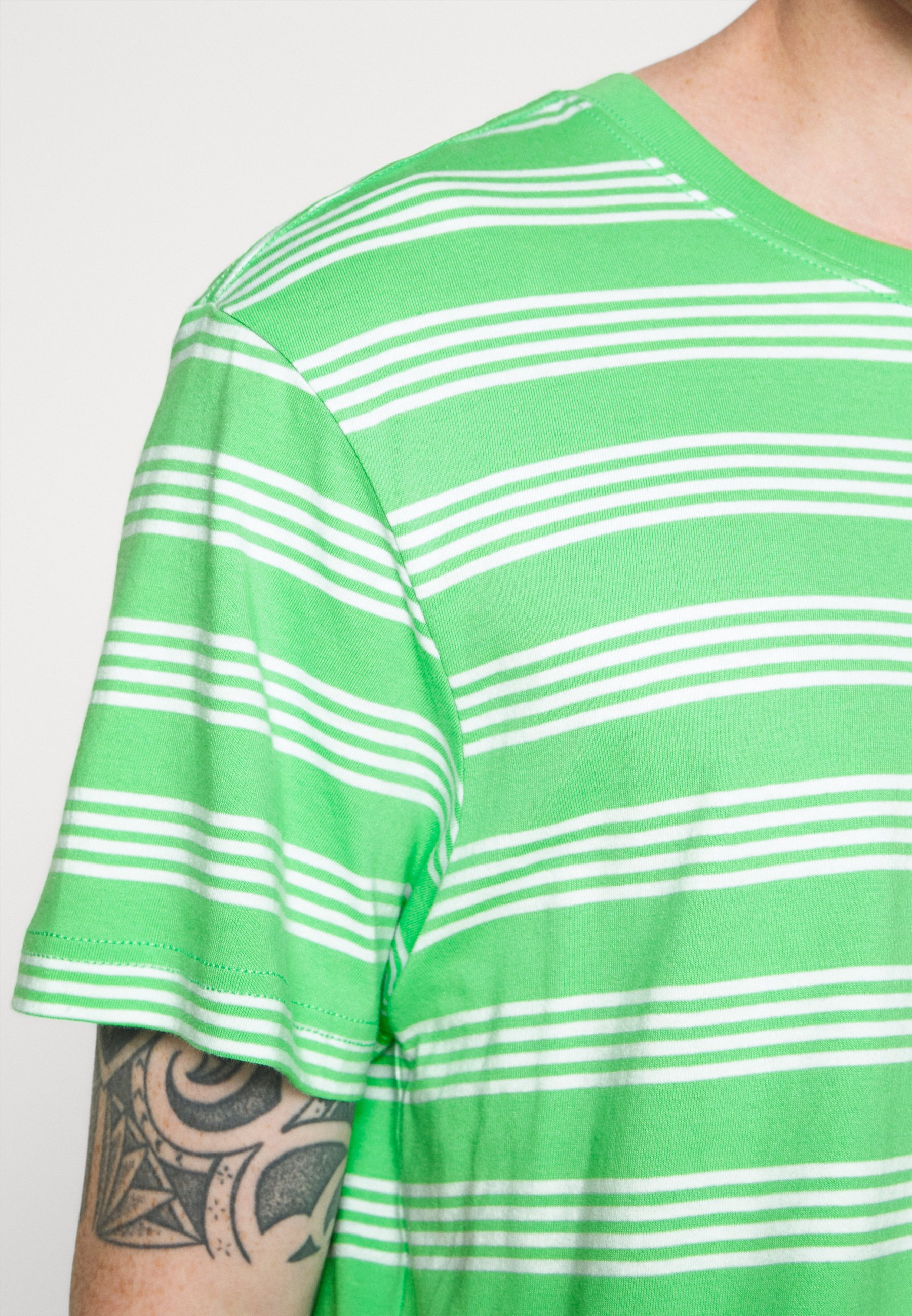 Weekday Stripe - T-shirt Print Light Green