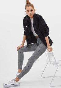 Bershka - Jeans Skinny Fit - white/black - 4