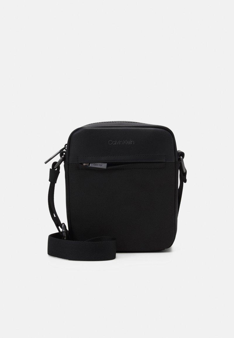 Calvin Klein - REPORTER UNISEX - Across body bag - black