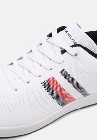 Tommy Hilfiger - SUSTAINABLE CUPSOLE STRIPES - Sneakers - white - 6