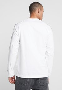 adidas Originals - 3 STRIPES UNISEX - Long sleeved top - white - 2