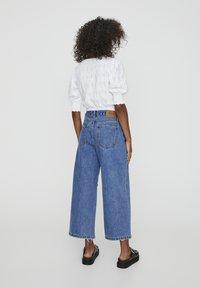 PULL&BEAR - MIT ZIERRISSEN - Flared Jeans - dark blue - 2