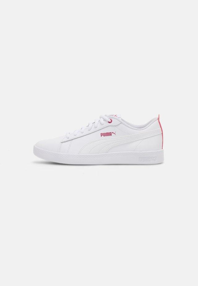 SMASH - Sneakers basse - white/beetroot purple