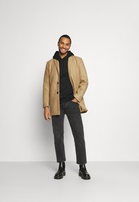 Redefined Rebel - RRHERMAN JACKET - Classic coat - sand - 1