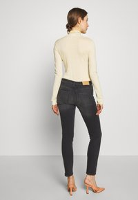 2nd Day - SALLY CROPPED THINKTWICE - Slim fit jeans - black denim - 2