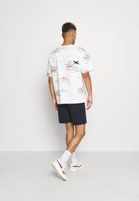 Scotch & Soda - ALLOVER TEE - T-shirt con stampa - off-white - 2