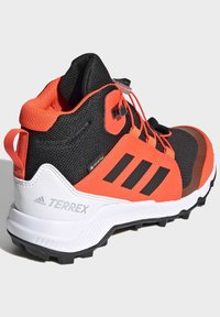 adidas Performance - TERREX MID GTX UNISEX - Hiking shoes - cblack/cblack/solred - 4