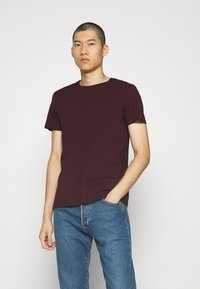 Burton Menswear London - SHORT SLEEVE CREW 3 PACK - Basic T-shirt - bordeaux/white - 2