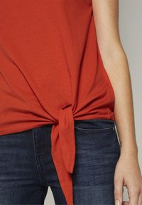 TOM TAILOR - MIT KNOTENDETAIL - Top - strong flame orange - 3