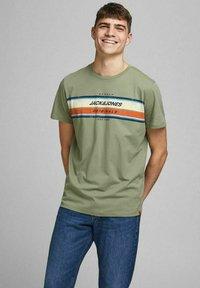 Jack & Jones - JORTYLER TEE CREW NECK  - Print T-shirt - sea spray - 0