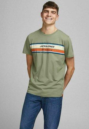 JORTYLER TEE CREW NECK  - Print T-shirt - sea spray