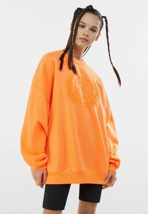MIT STICKEREI - Sweatshirt - orange