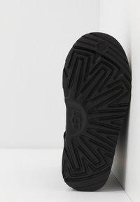 UGG - CLASSIC WEATHER SHORT - Bottes de neige - black - 4