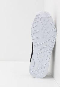 Reebok Classic - CL - Sneakers laag - black/white/none - 4
