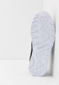 Reebok Classic - CL - Trainers - black/white/none - 4