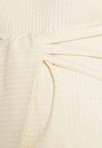 MAMALICIOUS - MLJAINI MIDI DRESS - Pletené šaty - antique white - 2