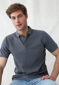 Scalpers - Polo shirt - dark grey - 3