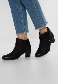 Rieker - Boots à talons - schwarz - 0