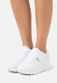 Guess - SAMSIN - Sneakers basse - white - 0