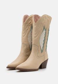 Bronx - JUKESON - Cowboy/Biker boots - camel/sage green - 2