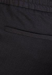 Filippa K - TERRY CROPPED PANTS - Kalhoty - anthracite - 4