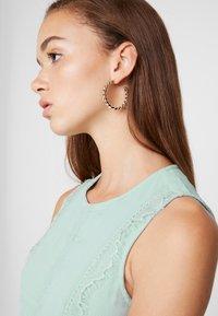 Vero Moda - VMBIRGITTA DRESS - Denní šaty - jadeite - 5