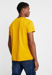 GANT - THE ORIGINAL - T-shirts basic - ivy gold - 2