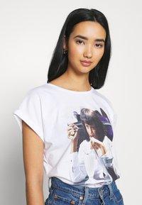 Dedicated - VISBY  YUMMY - Print T-shirt - white - 3