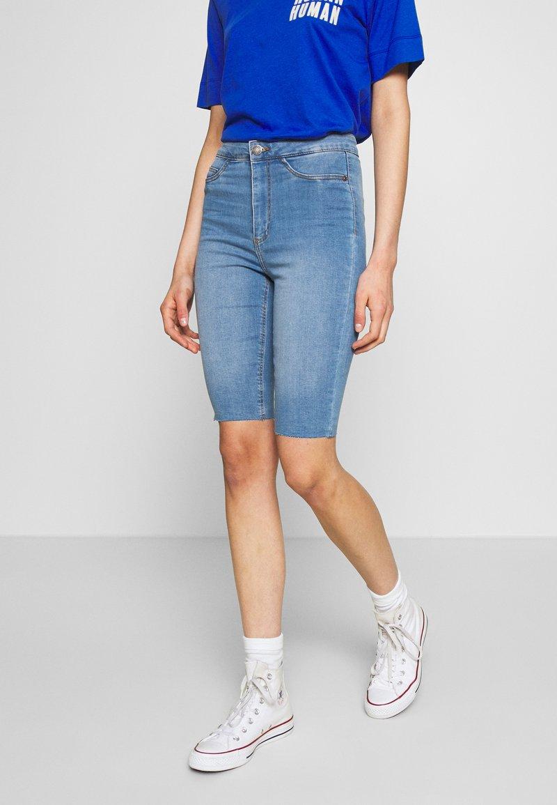 Noisy May - NMBE CALLIE - Szorty jeansowe - light blue denim