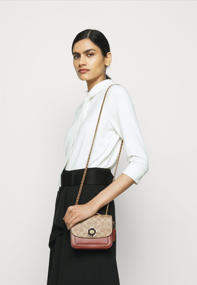 Coach - SIGNATURE MADISON SHOULDER BAG - Handbag - tan rust