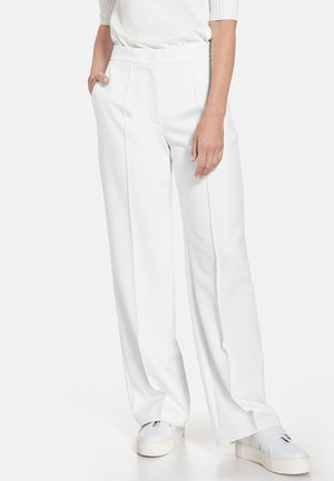 Trousers - sahne