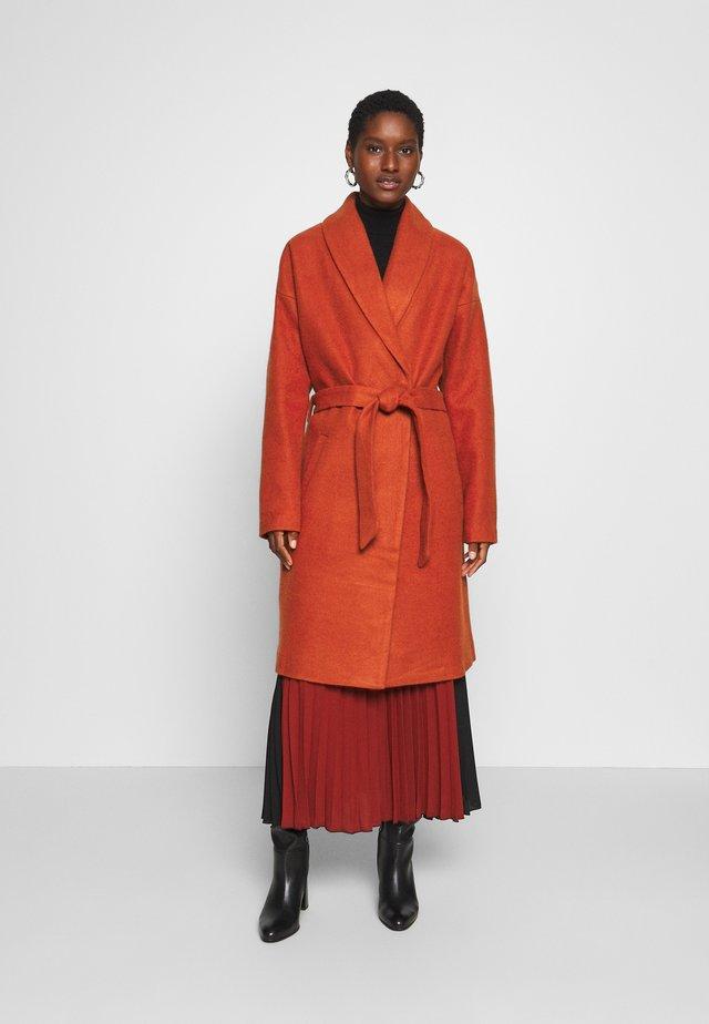 KABARLY COAT - Klasyczny płaszcz - dark chili
