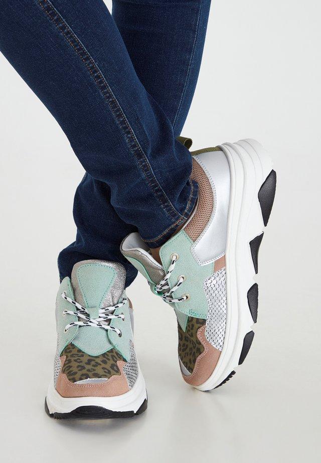 IANIKINDA FW - Sneakers laag - desert sage