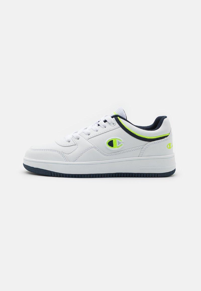 Champion - LOW CUT SHOE REBOUND UNISEX - Chaussures de basket - white/navy/solar yellow