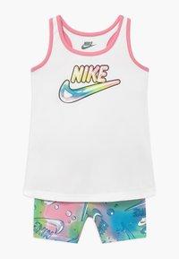 Nike Sportswear - BUBBLE BIKE SET - Shorts - pink - 0