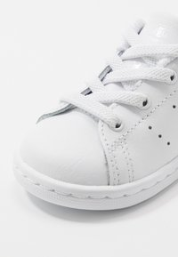 adidas Originals - STAN SMITH - Sneakersy niskie - footwear white/core black - 2