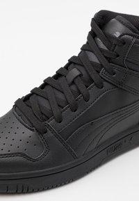 Puma - REBOUND LAYUP UNISEX - Vysoké tenisky - black/dark shadow - 5