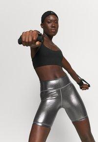 Nike Performance - ONE - Punčochy - black/metallic gold - 5