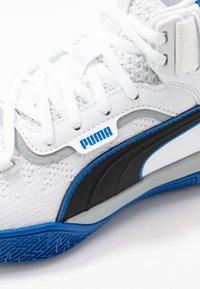 Puma - LEGACY MADNESS - Basketball shoes - white/peacoat - 5