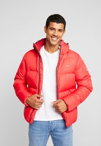 Tommy Jeans - ESSENTIAL JACKET - Down jacket - racing red - 0