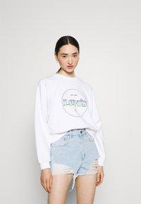 Levi's® - VINTAGE RAGLAN CREW - Sweatshirt - gradient white - 0