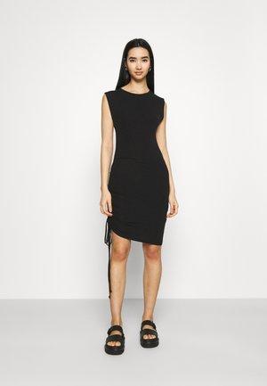 NMMULTO - Vestido de tubo - black