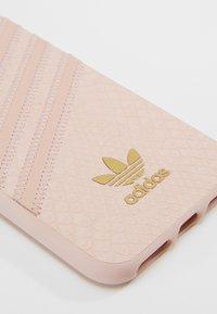 adidas Originals - MOULDED CASE SNAKE FOR IPHONE 6/6S/7/8 - Étui à portable - clear pink/gold metallic - 2