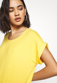 ONLY - ONLMOSTER ONECK - T-shirt basic - yolk yellow - 4