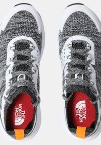 The North Face - W VECTIV ESCAPE - Hiking shoes - tnf white tnf black - 4